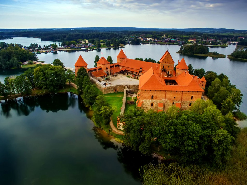 bigstock-Trakai-Castle-Galve-Lake-Lithuania-149167982
