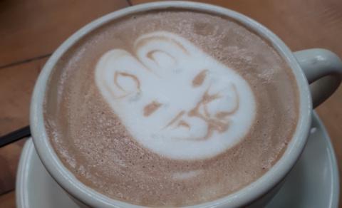 Rabbit in the cappuccino - Café Entre Nubes